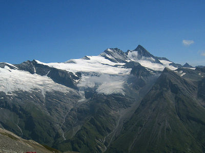 Großglockner von Michael Schmid [CC BY-SA 2.0 at (http://creativecommons.org/licenses/by-sa/2.0/at/deed.en)], via Wikimedia Commons